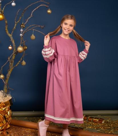 Платье на кокетке с кружевом в фрезовом цвете