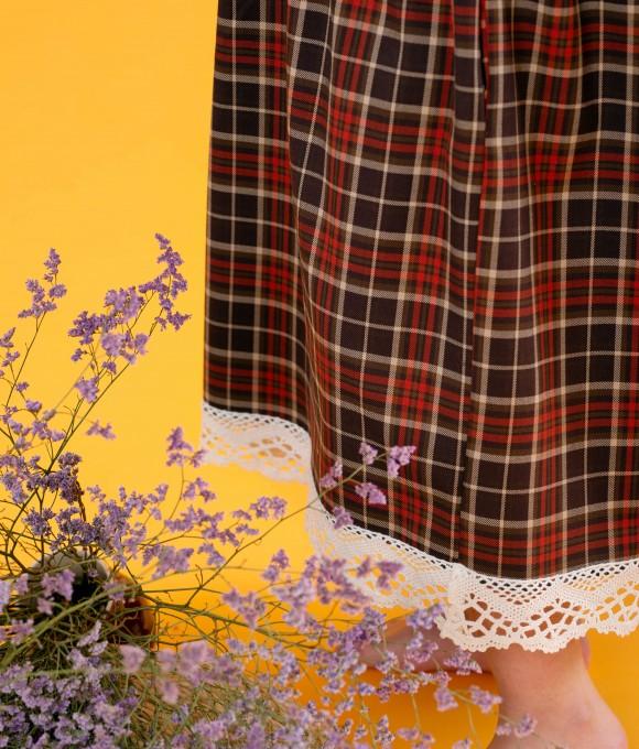 Платье из костюмной шерсти с кружевом в коричневую клетку