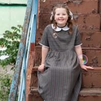 Серое платье Одри с воротничком