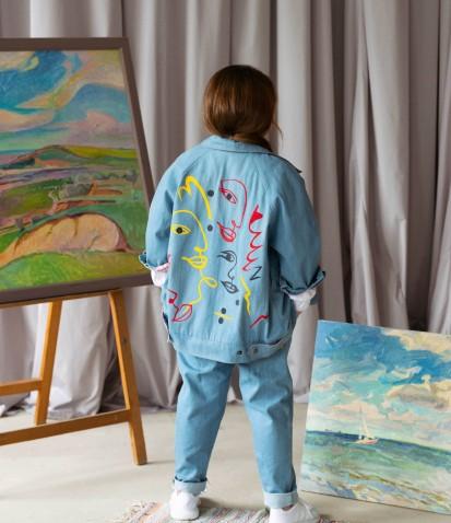 Джинсовая оверсайз-куртка с принтом в голубом цвете